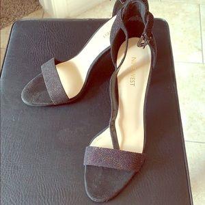 New never worn Nine West heels black